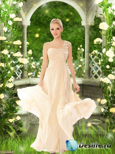 Женский psd костюм - Девушка в нежно-кремовом платье среди чудесных роз