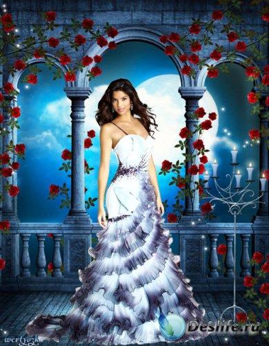 Женский psd костюм - Девушка в окружении роз и волшебная лунная ночь