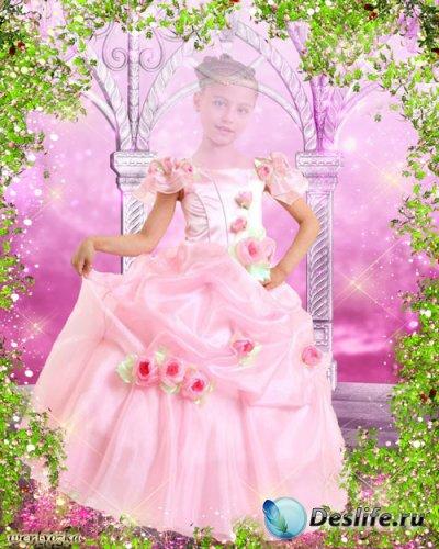 Детский многослойный костюм - Девочка в розовом платье на сказочном фоне