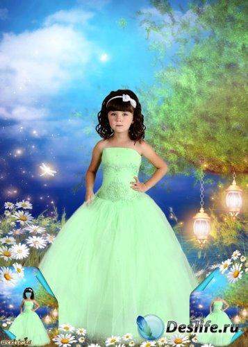 Многослойный детский psd костюм - Девочка в нежно-салатовом платье среди чу ...