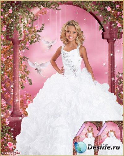 Многослойный детский psd костюм - Девочка в нарядном белом платье и голуби