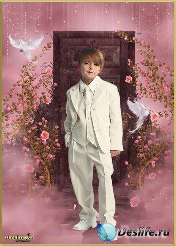 Детский psd костюм - Мальчик в белом костюме и голуби