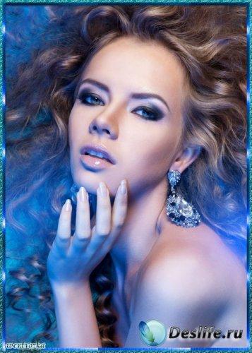 Женский psd костюм - Девушка с длинными волосами в голубом сиянии