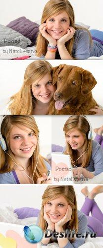 Молодая девушка с ноутбуком и собакой / Girl and Dog- Stock photo