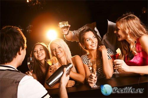 Мужской костюм - На вечеринке с красивыми девушками