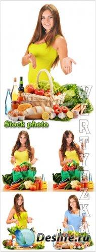 Девушка с корзиной овощей, продукты питания / Girl with a basket of vegetab ...