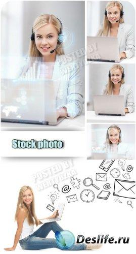 Девушка в наушниках с ноутбуком / Girl in headphones with laptop - Raster c ...