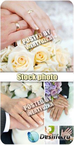 Свадьба, руки жениха и невесты / Wedding, bride and groom hands - stock pho ...