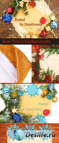 Новогодние фоны с композициями из веток ели и бус
