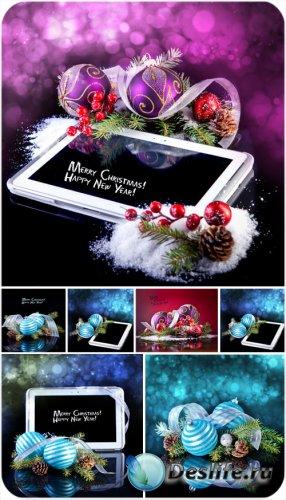 Рождественские подарки, фоны с планшетом и новогодние шары - сток фото