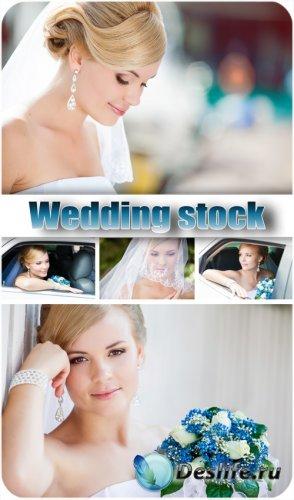Невеста с красивым букетом - сток фото