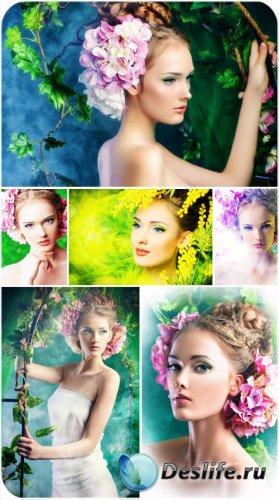 Загадочная девушка и цветы - сток фото
