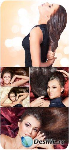 Девушка с красивыми длинными волосами - сток фото