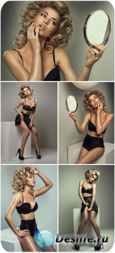 Девушка с зеркалом - сток фото