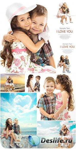 Маленькие дети, мальчик и девочка - сток фото