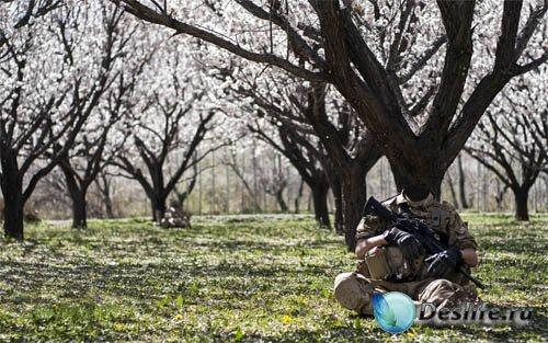 Костюм psd мужской - Солдат с оружием в саду