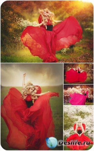 Девушка в красном платье, природа, цветы - сток фото