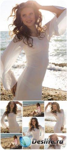 Девушка в белом платье на берегу моря / Girl in white dress on the beach -  ...