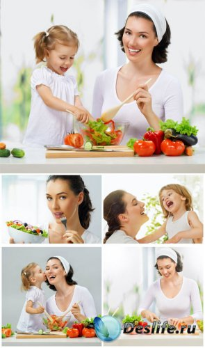 ���� � ����� ������� ������ / Mom and daughter are preparing to eat - Stock photo