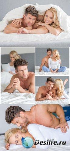 Мужчина и женщина в кровати, пара / Man and woman in bed, couple - Stock Ph ...