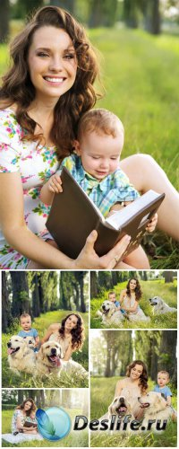 Мама с ребенком на природе, люди и животные / Mother with baby - stock phot ...