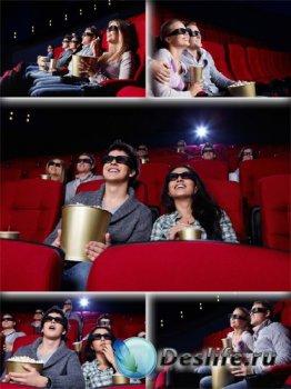 Люди в 3D кинотеатре (подборка изображений)