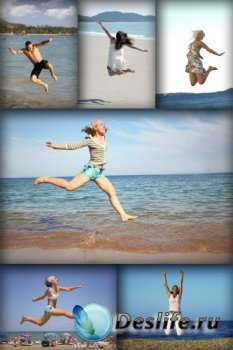 Люди в прыжке на пляже (подборка)